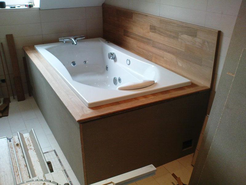 pose du contour de baignoire en bois