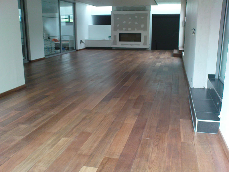 Pose parquet salon merbau